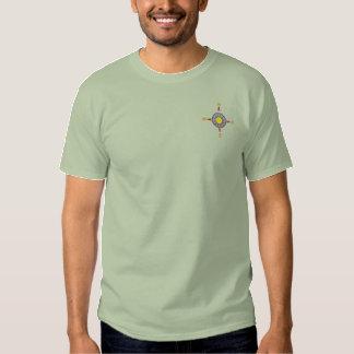 Attraktives gesticktes Kompass-Shirt