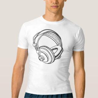 audiophones en chaussures en toile t-shirt