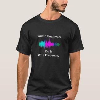 AudioToningenieure tun es mit Frequenz (Welle) T-Shirt
