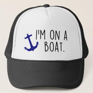 Auf einem Boots-Fernlastfahrer-Hut Truckerkappe