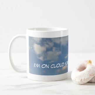 Auf panoramischer Kaffee-Tasse der Wolken-neun Tasse
