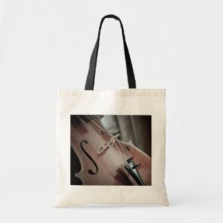 Aufgereihtes Instrument der klassischen Musik des Tragetasche