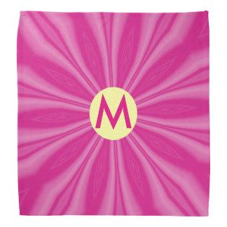 Ausstrahlen der Pink-Streifen mit Initiale Kopftuch