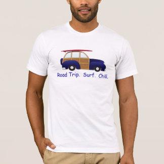 Autoreise, Brandung u. Schauer mit blauem Woody T-Shirt
