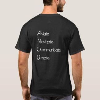 Aviate steuern in Verbindung stehen urinieren T-Shirt