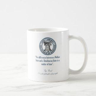 Ayn Rand-Zitat (Totalitarismus) Kaffeetasse