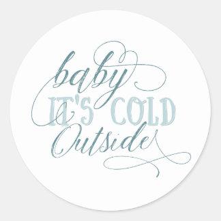 Baby ist es kalter äußerer Skript-Zitat-Aufkleber Runder Aufkleber