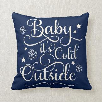 Baby ist es kaltes Feiertags-Wurfs-Kissen der Kissen