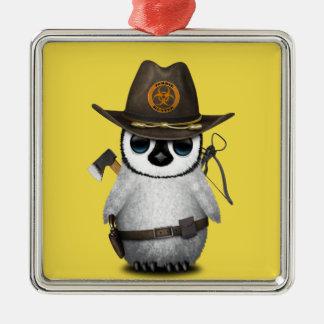 Baby-Pinguin-Zombie-Jäger Quadratisches Silberfarbenes Ornament