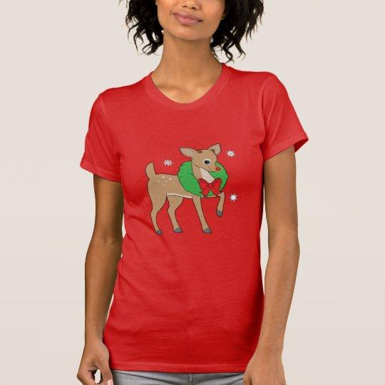 Baby-Ren, das einen WeihnachtsKranz trägt T-Shirt