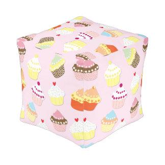 Baby-Rosa-Valentinsgruß-Schalen-Kuchen Hocker
