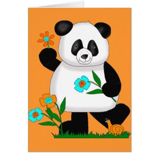 Baby scherzt Panda mit Blumen 2 Karte