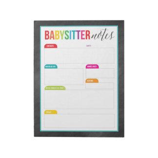 Babysitter merkt Notizblock für die Eltern (groß)