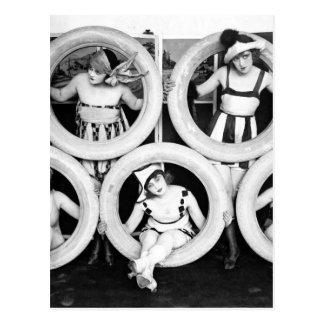 Badeanzug-Prallplattenmädchen Postkarte