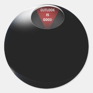 """Ball der Magie-8 sagt, """"Aussicht ist gut """" Runder Aufkleber"""