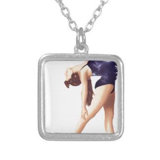 Ballerina Halskette Mit Quadratischem Anhänger