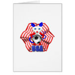 Ballon de football tenu par la souris qui a hurlé cartes de vœux