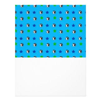 ballons de football et étoiles de bleu de ciel prospectus en couleur