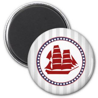 Bateau de navigation rouge nautique et rayures magnet rond 8 cm