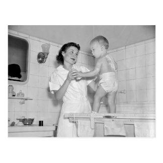 Bath des Babys, 1937 Postkarte