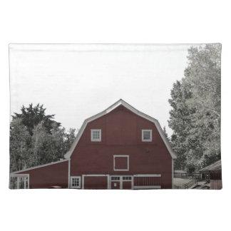 Bauernhaus-Rotscheune des rustikalen Westernlandes Stofftischset