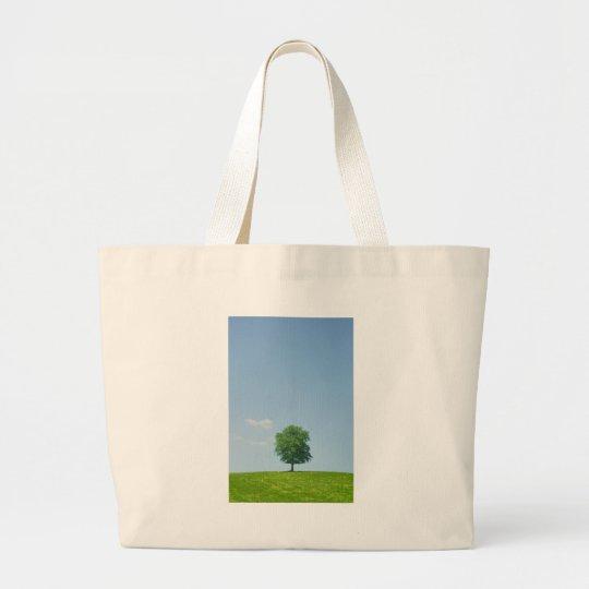 Baum auf einem Gebiet 2 Jumbo Stoffbeutel