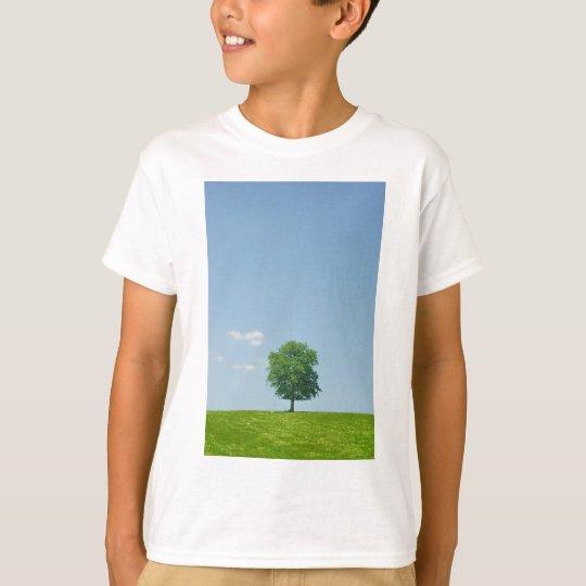 Baum auf einem Gebiet 2 T-Shirt