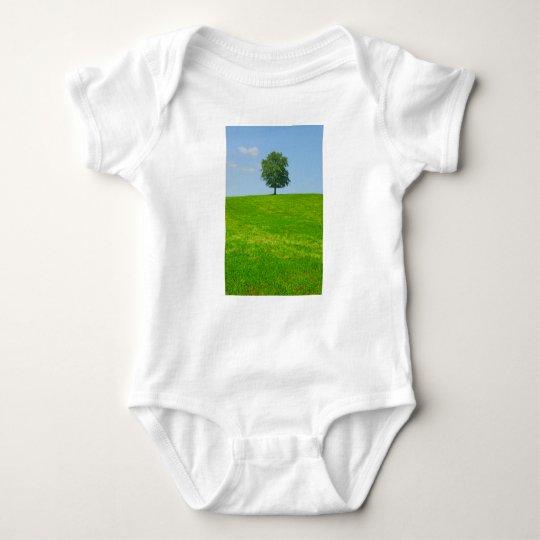 Baum auf einem Gebiet Baby Strampler