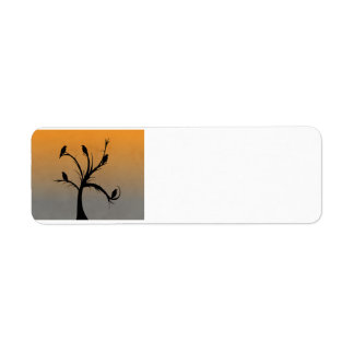 Baum mit Krähen