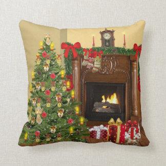 Baum, Strümpfe und Kamin-Cozy Weihnachten Kissen