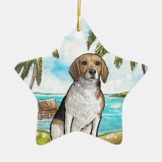 Beagle auf Ferien-tropischem Strand Keramik Stern-Ornament