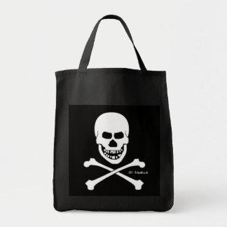 Beängstigender Piraten-Schädel u. gekreuzte Einkaufstasche