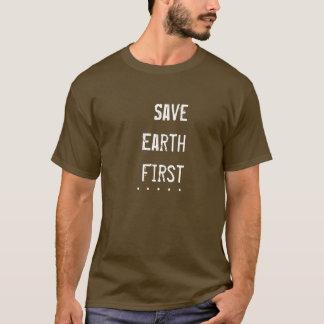 Bedecken Sie zuerst mit Erde T-Shirt