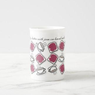 Beeren-Marmelade auf Brot u. Tee Prozellantasse
