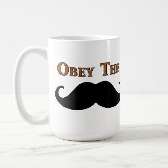 Befolgen Sie den Schnurrbart Tasse