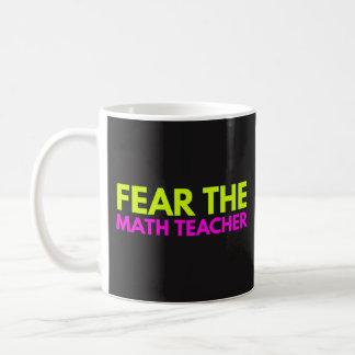 Befürchten Sie den Mathe-Lehrer - unterrichtende Kaffeetasse
