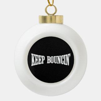 Behalten Sie Bouncin Keramik Kugel-Ornament