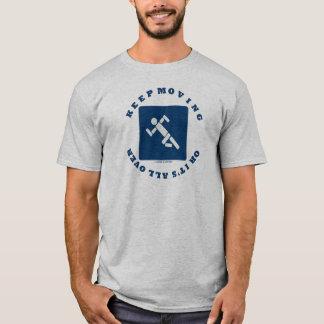 Behalten Sie das Bewegen, oder es ist ganz über T-Shirt