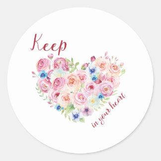 Behalten Sie Liebe in Ihrem Herzen Runder Aufkleber