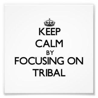 Behalten Sie Ruhe indem Sie auf Stammes- sich