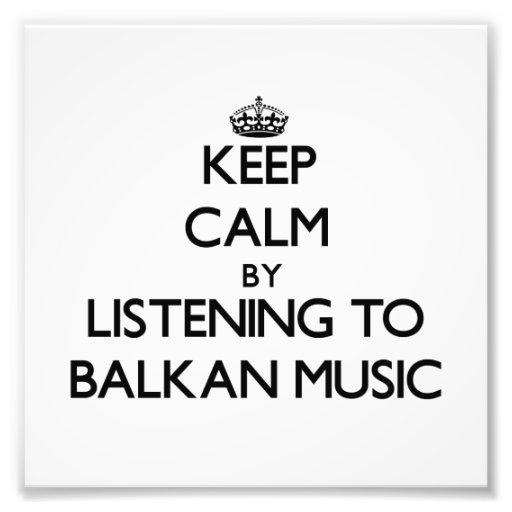 Behalten Sie Ruhe, indem Sie BALKAN-MUSIK hören Foto