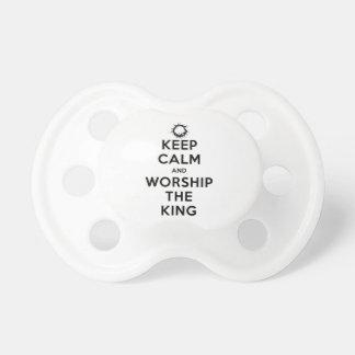 Behalten Sie Ruhe u. beten Sie den König an Schnuller