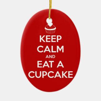 Behalten Sie Ruhe und essen Sie ein Kuchen-Rot Keramik Ornament