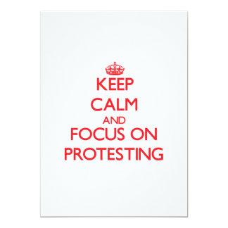 Behalten Sie Ruhe und Fokus auf dem Protest Einladungen