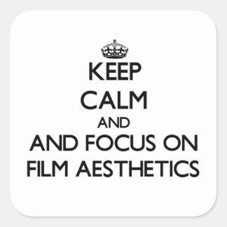 Behalten Sie Ruhe und Fokus auf Film-Ästhetik Quadratischer Aufkleber