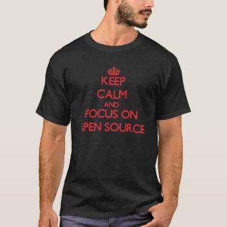 Behalten Sie Ruhe und Fokus auf Open Quelle T-Shirt