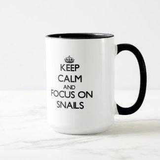 Behalten Sie Ruhe und Fokus auf Schnecken Tasse