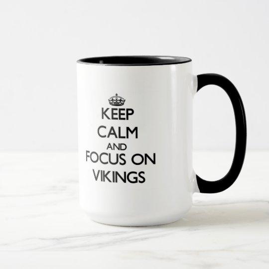 Behalten Sie Ruhe und Fokus auf Wikingern Tasse