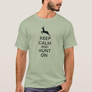 Behalten Sie Ruhe und jagen Sie an T-Shirt