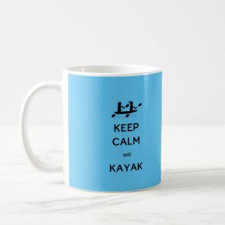Behalten Sie Ruhe und Kajak mit mir Kaffeetasse
